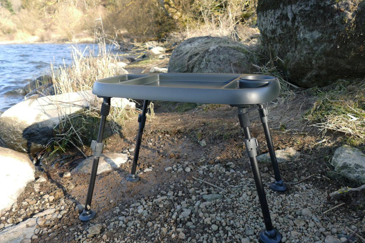 Der Bivvy Table von New Direction Tackle ist mehr als nur ein Angeltisch – er ist ein Multifunktions-Werkzeug mit Beinen! Foto: New Direction Tackle