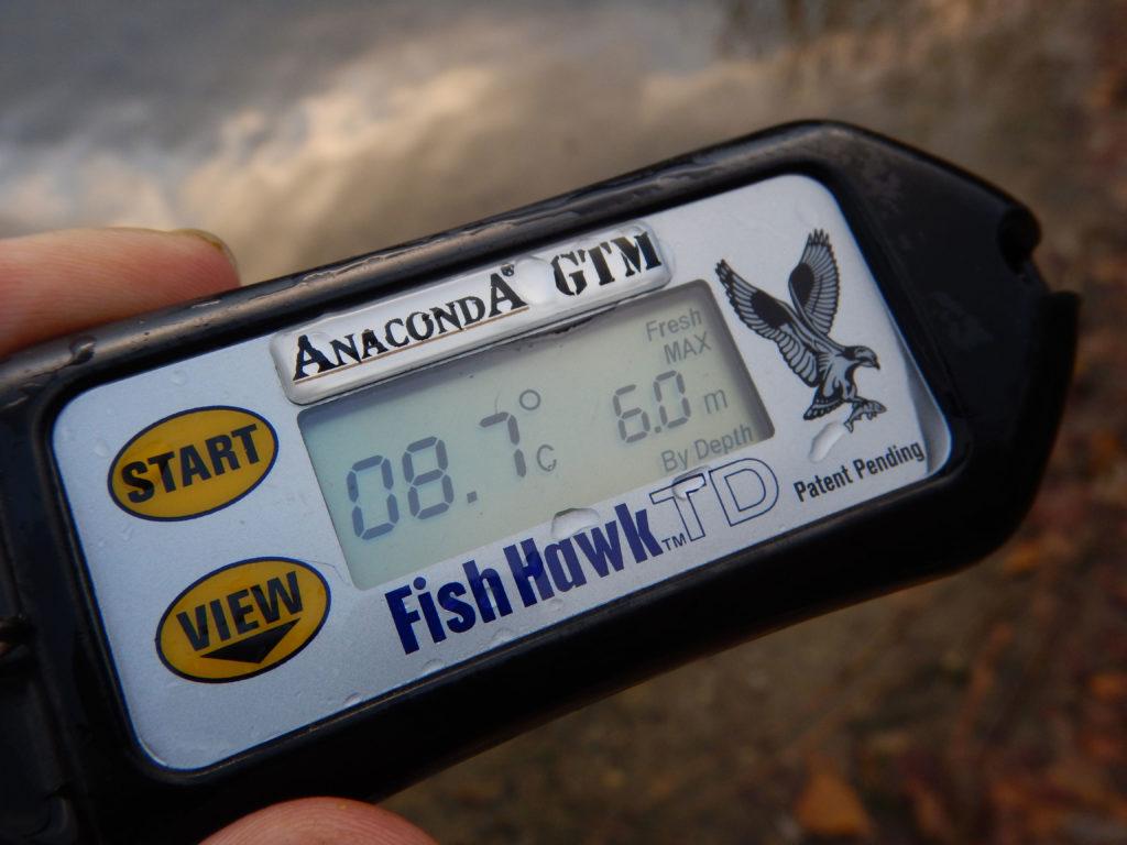 Das Fish Hawk-Thermometer misst die Temperatur während des Absinkens in Meterschritten. So lässt sich nebenbei auch feststellen, ob das Gewässer im Sommer eine Sprungschicht ausbildet. Foto: Archiv