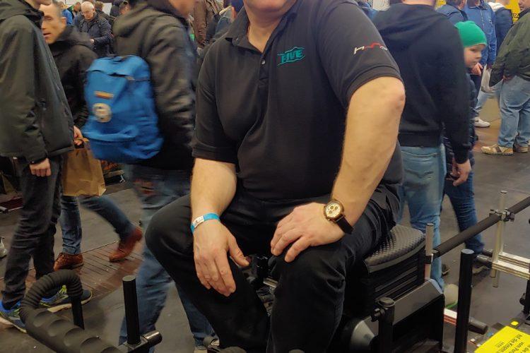 Andreas Risse auf dem Stipper-Thron, einer Sitzkiepe, die auch von Weltmeister Alan Scotthorne beworben wird.