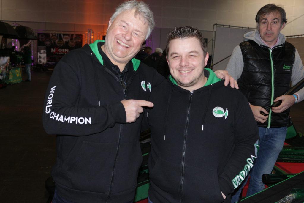Thomas Engert von Sensas mit Alexandre Claude, dem aktuellen Weltmeister im Posenfischen.