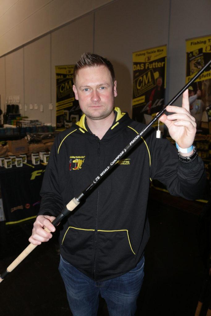 Johannes Böhm präsentiert einen Prototyp der World Champion Match.