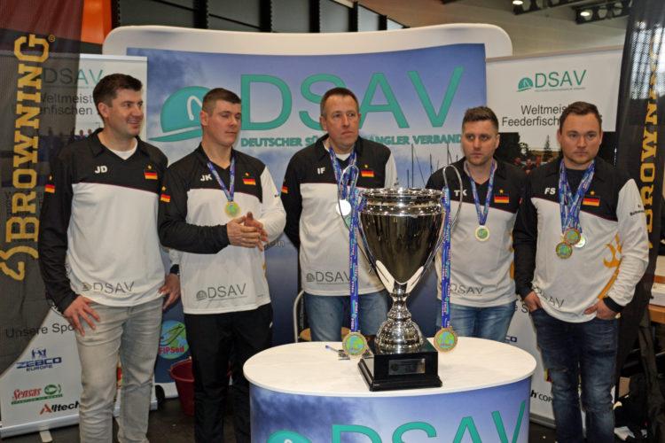 Das Weltmeister-Feederteam von 2016 bat zum Fototermin (von li.:Jens Dirksen,Jens Koschnik, Ingo Frericks, Thorsten Küsters, Felix Scheuermann).