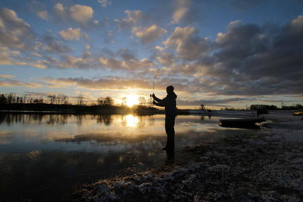 Schwere Spoons lassen sich sehr weit werfen und fallen unter Wasser enorm auf. Das macht sie zu guten Suchködern für größere Gewässer. Foto: F. Pippardt