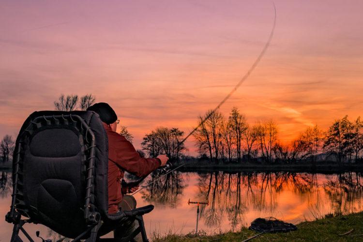 Ein Sonnenuntergang im Frühling ist nicht nur optisch sehr ansprechend, sondern auch die perfekte Gelegenheit um sich nach dem kalten Winter mal wieder an das Wasser zu setzten und diese Jahreszeit für das Friedfischangeln im Frühling zu nutzen.