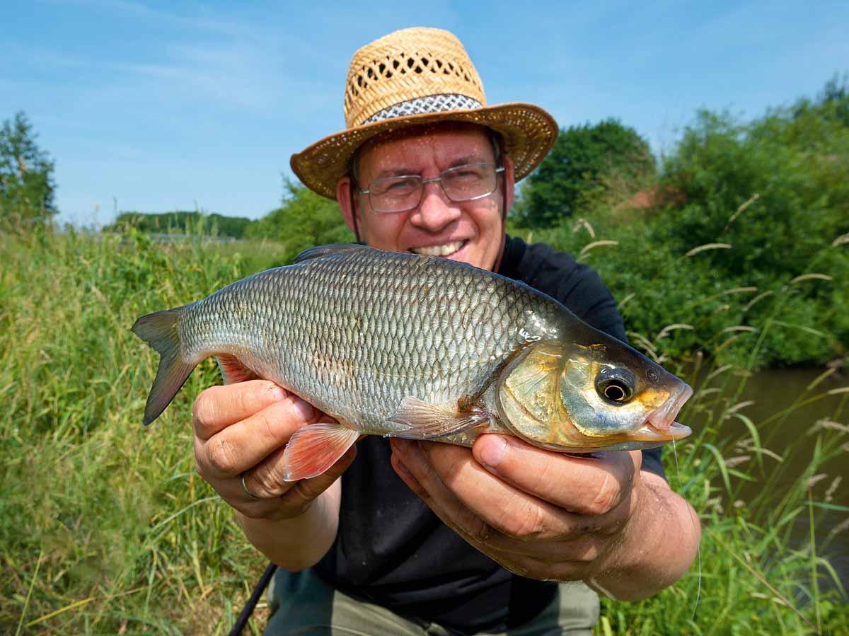 Aber man sieht es André an: Am leichten Gerät machen auch kleinere Fische viel Spaß.