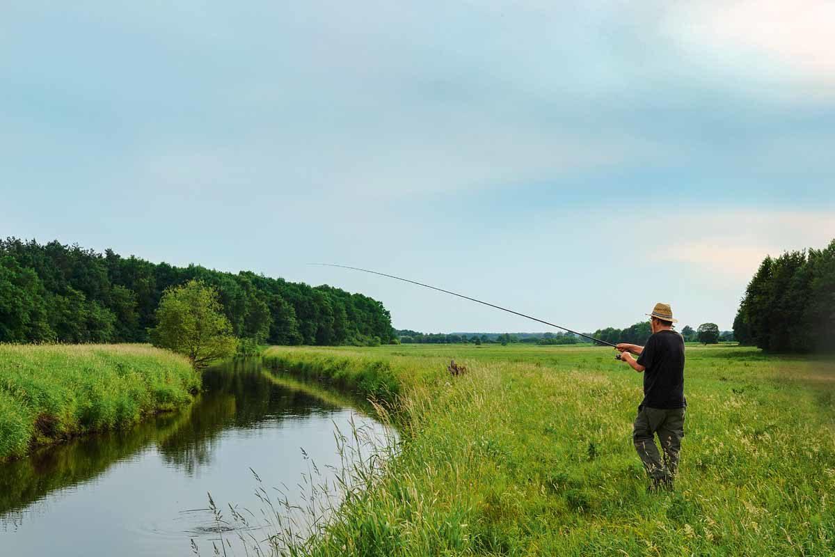 Wiesenbach, Matchrute und ein guter Fisch beim Trotten – viel besser könnte André diesen Sommertag kaum verbringen.