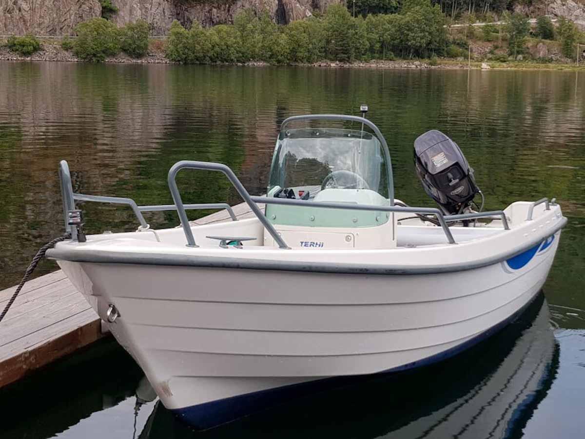 Das gut ausgestattete Boot von Borks lässt für den Angelurlaub am Lenefjord keine Wünsche offen. Foto: Borks