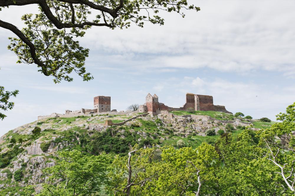 Die Burgruine von Hammershus ist ein Wahrzeichen der dänischen Ostseeinsel Bornholm, dem Gewinner des RESponisble Island Preises. Hammershus ist eine der beliebtesten Sehenswürdigkeiten der Insel.