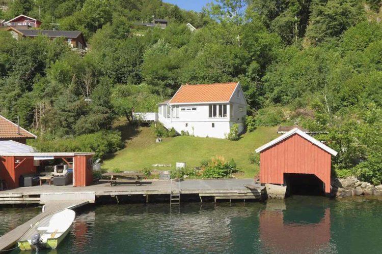 Vom Haus zum Bootssteg sind es nur ein paar Schritte. Sie müssen das Angelgerät also nicht weit schleppen. Foto: Borks