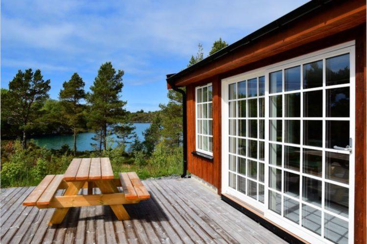 Die Terrasse ist Ihr Treffpunkt zum Frühstücken, Abendessen – und natürlich auch zum gemeinsamen Planen des Angeltags! Foto: Borks