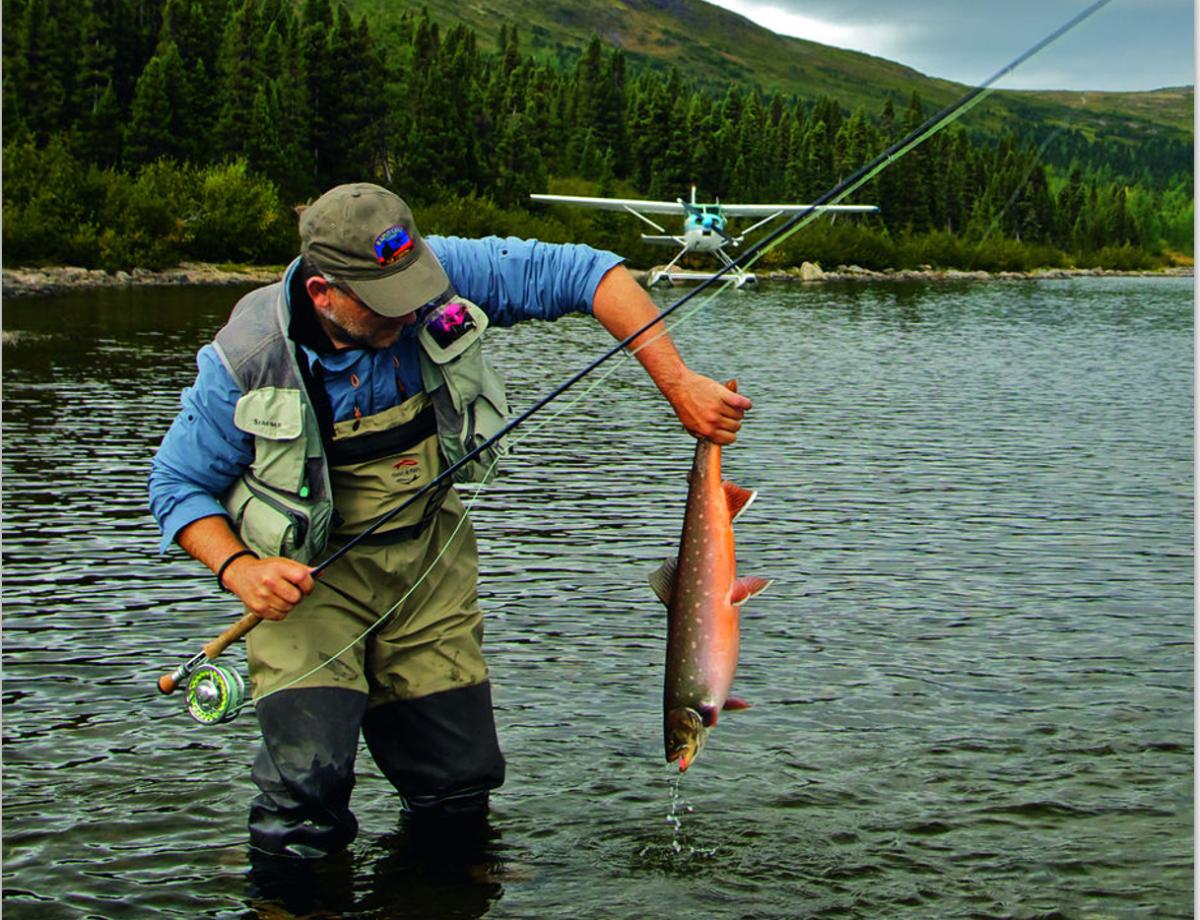 Keine Straßen, keine Schienen – das Wasserflugzeug ist das Verkehrsmittel Nummer 1 zum Angeln in Nunavik. Sieht es gut aus, landet man, fischt – und fängt!