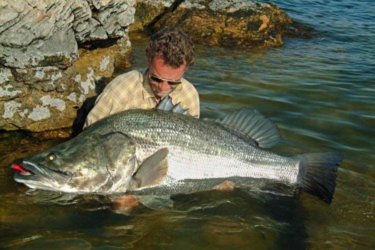 Autor Oliver Portrat fing beim Angeln am Nasser-See Fische bis über 100 Pfund, in den Rekordlisten sind Moster von 170 Kilo belegt.