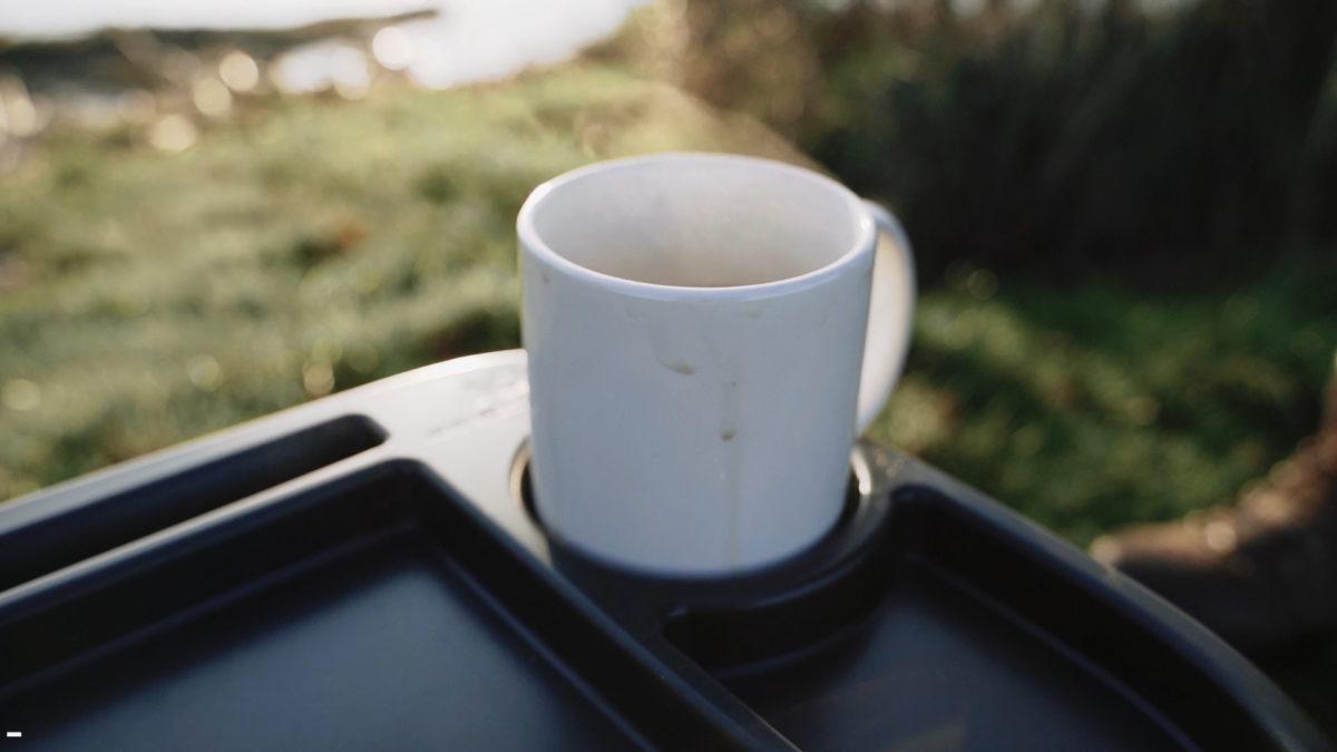 Der Becherhalter ist herausnehmbar: Falls mal was danebengeht, könnt ihr ihn einfach auswaschen. Foto: New Direction Tackle