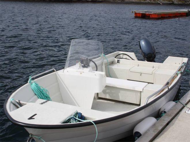 Mit dem gut ausgestatteten Boot erreichen Sie schnell die verschiedenen Hotspots. Foto: Borks