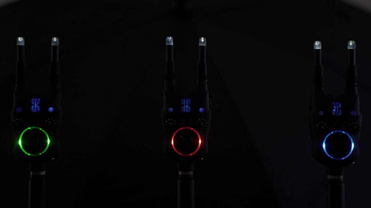 Ein optisches Highlight des K9s ist das Mutlicolor Halo Nightlight und die freie Farbwahl aus fünf Farben (rot, grün, blau, gelb, türkis-weiß). Ein Nachtlicht kann wahlweise eingeschaltet werden oder schaltet sich selbstständig über einen Dämmerungssensor ein, wenn es dunkel wird.