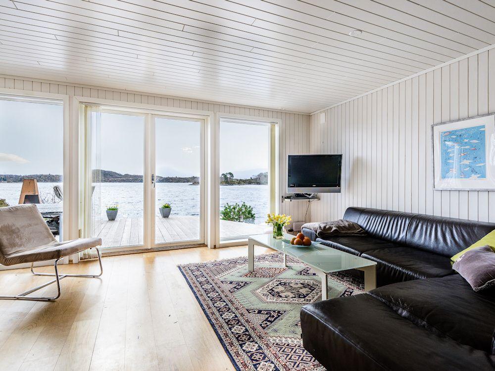 Selbst beim Entspannen auf dem Sofa haben Sie Ihre nächste Ausfahrt auf den Fjord immer im Blick. Foto: BORKS