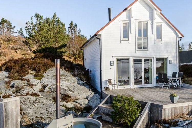 Für Ihren Angelurlaub auf Gurskøya bietet Borks ein traumhaft ausgestattetes Ferienhaus auf der östlichen Seite der Insel. Foto: BORKS