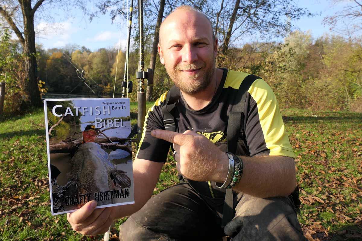 """Im ersten Band der """"Catfish Bibel"""" liefert Black-Cat-Teamer Benjamin Gründer ein starkes Handbuch fürs Welsangeln. Foto: Zebco Europe"""