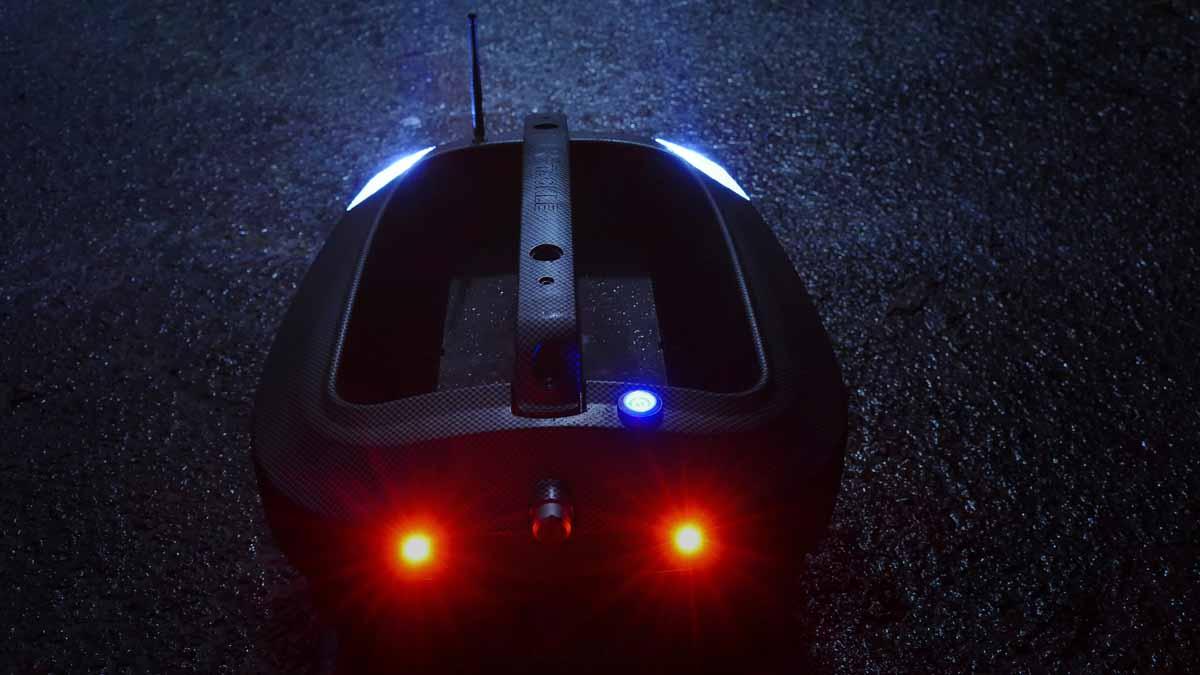 Die New Direction Tackle Futterboote vereinen futuristisches Design mit nicht weniger futuristischen Funktionen: für alle technikbegeisterten Karpfenangler ein Muss! Foto: New Direction Tackle