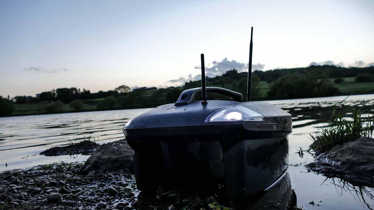 Die Reichweite der Futterboote lässt sich mit einem Range Extender noch verbessern. Foto: New Direction Tackle
