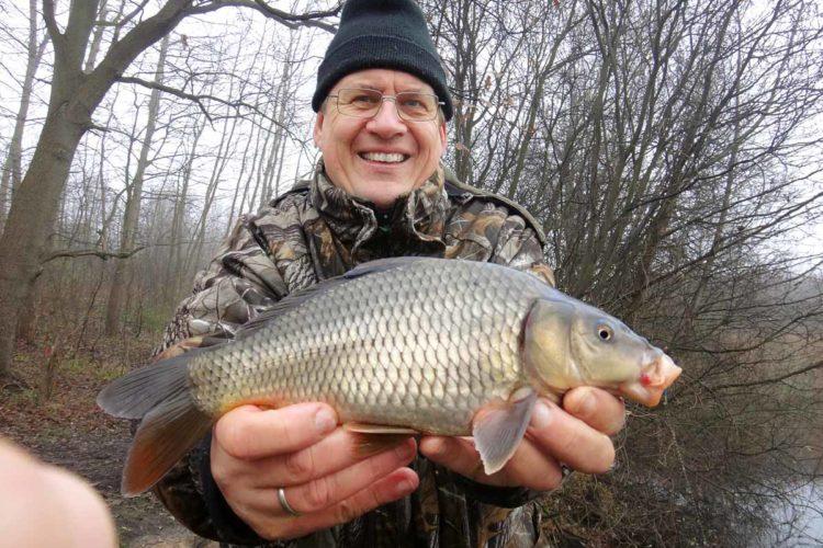 Was haben Angler und Karpfen gemeinsam? Beide mögen Spekulatius! Foto: BLINKER / A. Pawlitzki