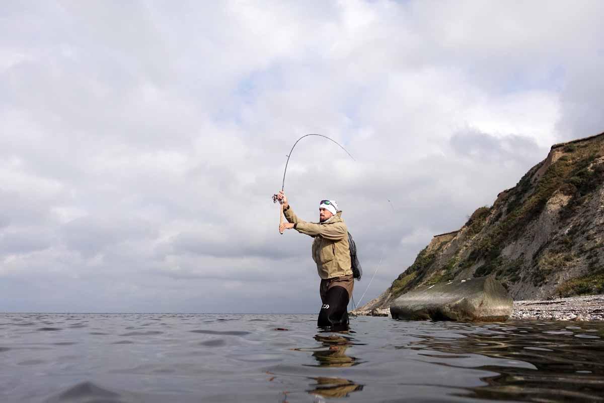 """Im Nordosten der """"Løgstør Breite"""" im zentralen Limfjord liegt bei Næsbydale eine hervorragende Küstenstrecke für wanderfreudige Meerforellenfischer. Foto: J. Radtke"""