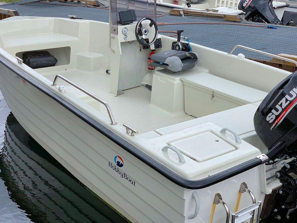 Ob auf dem Fjord oder weiter draußen: Ihr 50 PS starkes Angelboot mit Kartenplotter und Echolot bringt Sie zuverlässig zum Fisch! Foto: Borks