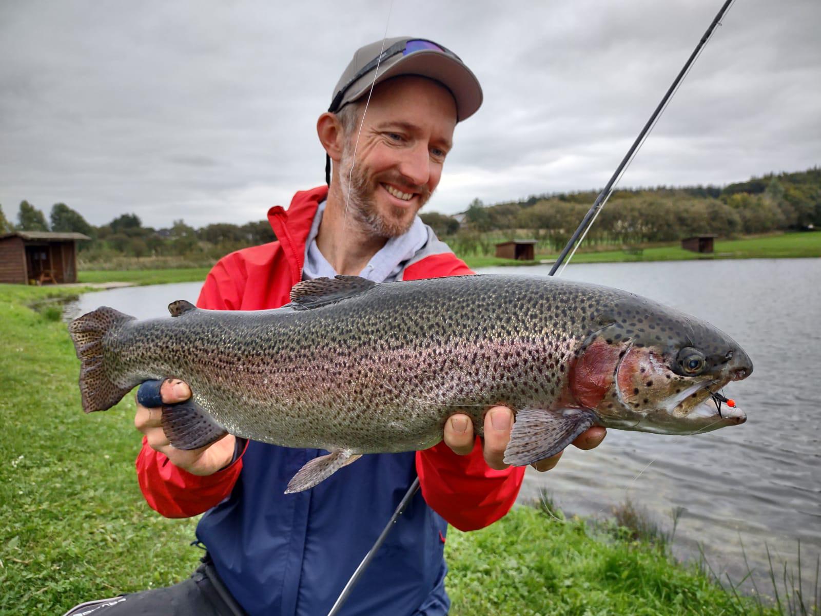 Falls es mal zu windig für den Fjord ist: Die Forellenseen der Region sind gut mit richtig großen Fischen besetzt. Foto: A. Seggelke