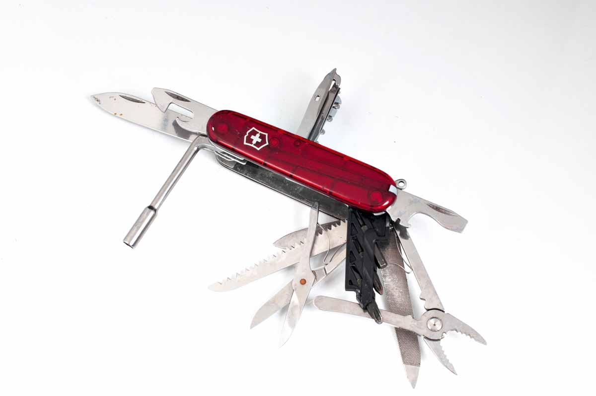 Ohne ein Schweizer Taschenmesser wäre das Zubehör zum Meeresangeln einfach nicht vollständig. Im Angelalltag ist es ungemein nützlich! Foto: R. Korn