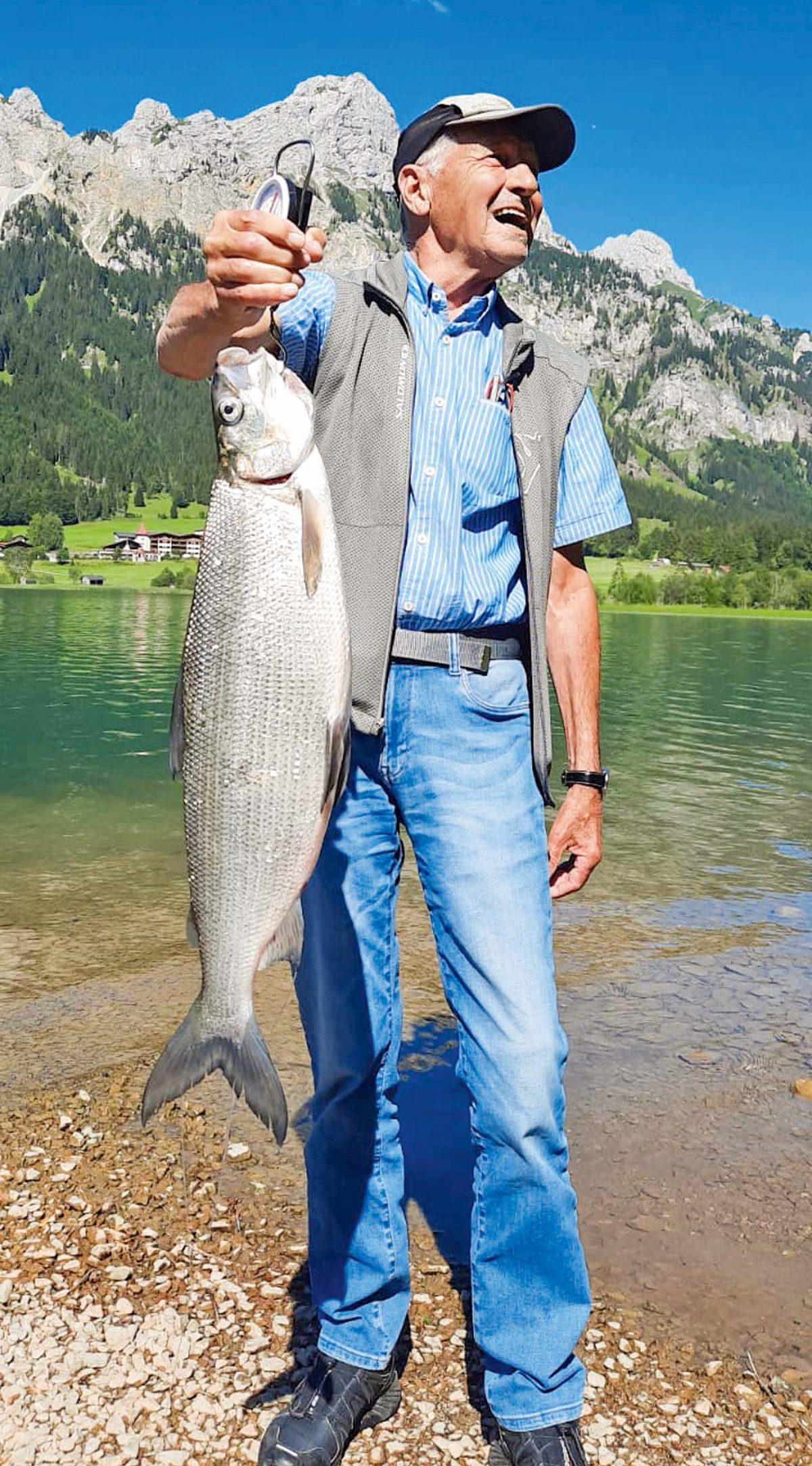 """Aus dem Haldensee stammt die Renke von Rainer Tauscher. Der See-Kenner überlistete das """"Bergsilber"""" mit einer Nymphe an der Hegene. Länge des Fisches: 67 Zentimeter, Gewicht: 5 Pfund 100 Gramm."""