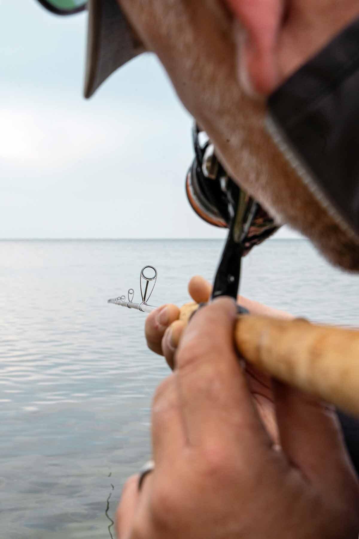 Ganz kleine Seaguide-Ringe wurden verbaut. Michael dachte anfangs, dass sich die nasse Schnur deshalb an den Blank kleben könnte – tut sie aber nicht! Die leichten Ringe der Rhino TECoast kommen dem geringen Rutengewicht zugute. Foto: F. Pippardt