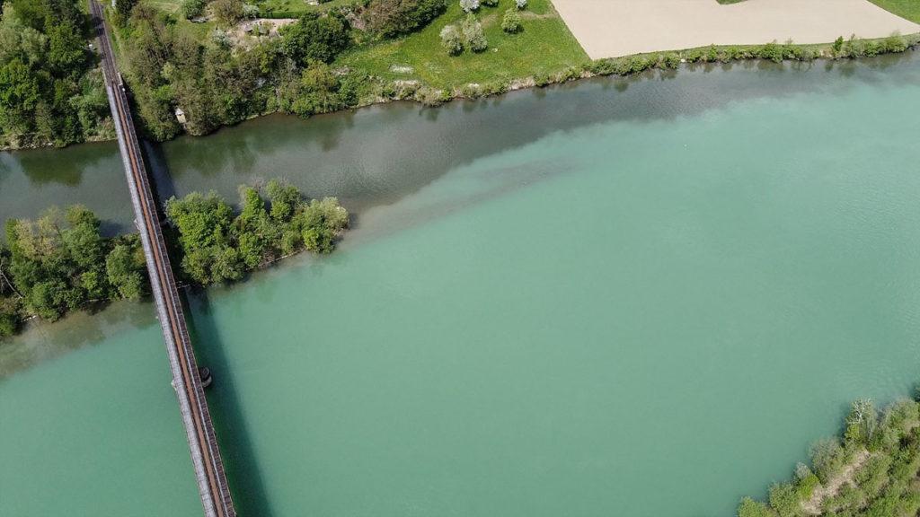Neben Schmelzwasser und Regenschauern beeinflussen einige Zuflüsse den Wasserstand und die Trübung des Sees.