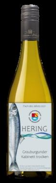 Jede Flasche dieses besonderen Burkheimer Weins kommt einem Hilfsprojekt des DFVBW zugute. Keine Sorge: Zwar ziert ein Hering die Flasche, der Wein schmeckt aber alles andere als fischig! Foto: Burkheimer Winzer