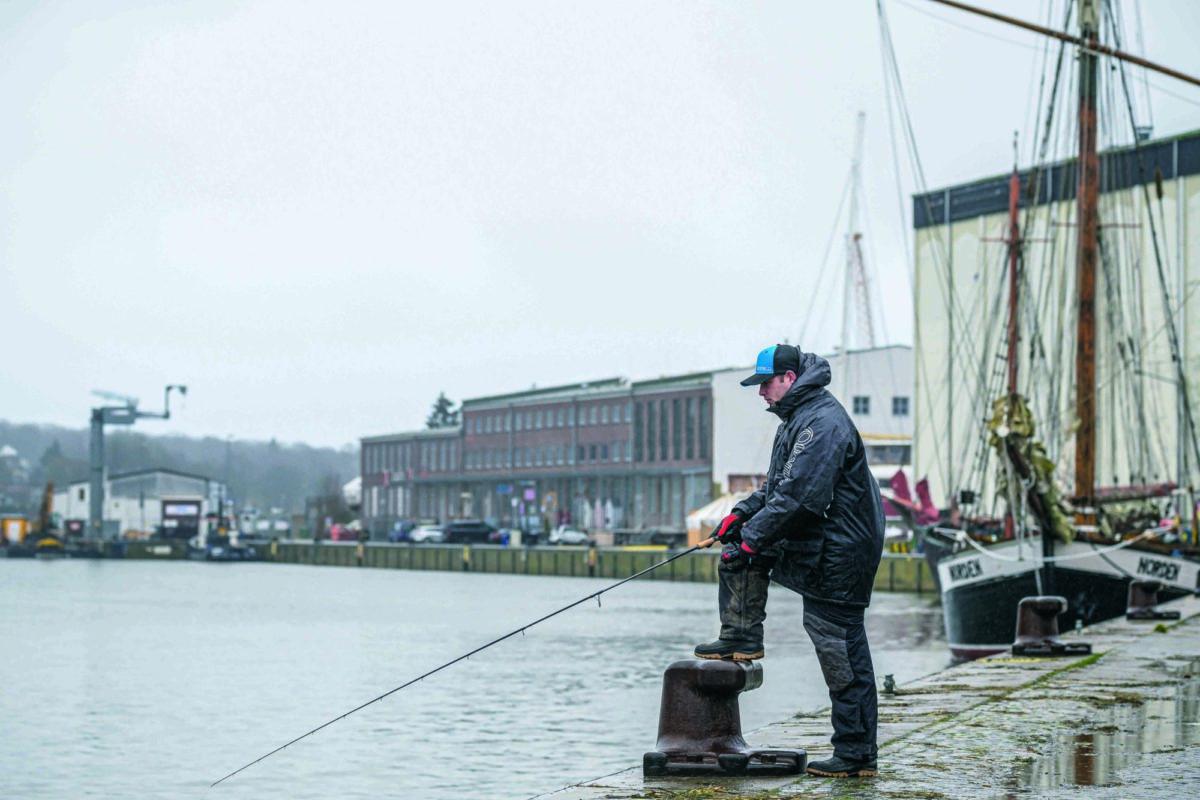 Nicht überall reicht die Fischereiabgabe aus! In manchen Abschnitten (oder Häfen) musst Du einen zusätzlichen Angelschein kaufen. So zum Beispiel für das Angeln im Hafen von Neustadt (Holstein). Foto: Waldemar Krause
