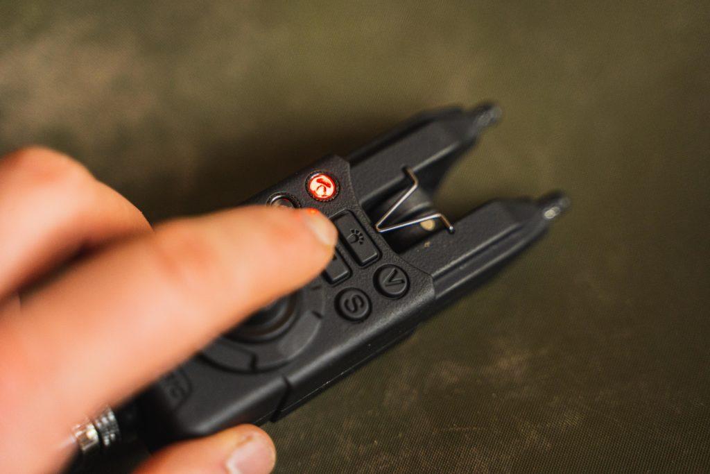 Der RMX-Pro besitzt auch Druckknöpfe. Diese sind allerdings mit einem Buchstaben oder Symbol markiert, man weiß, wofür sie stehen.