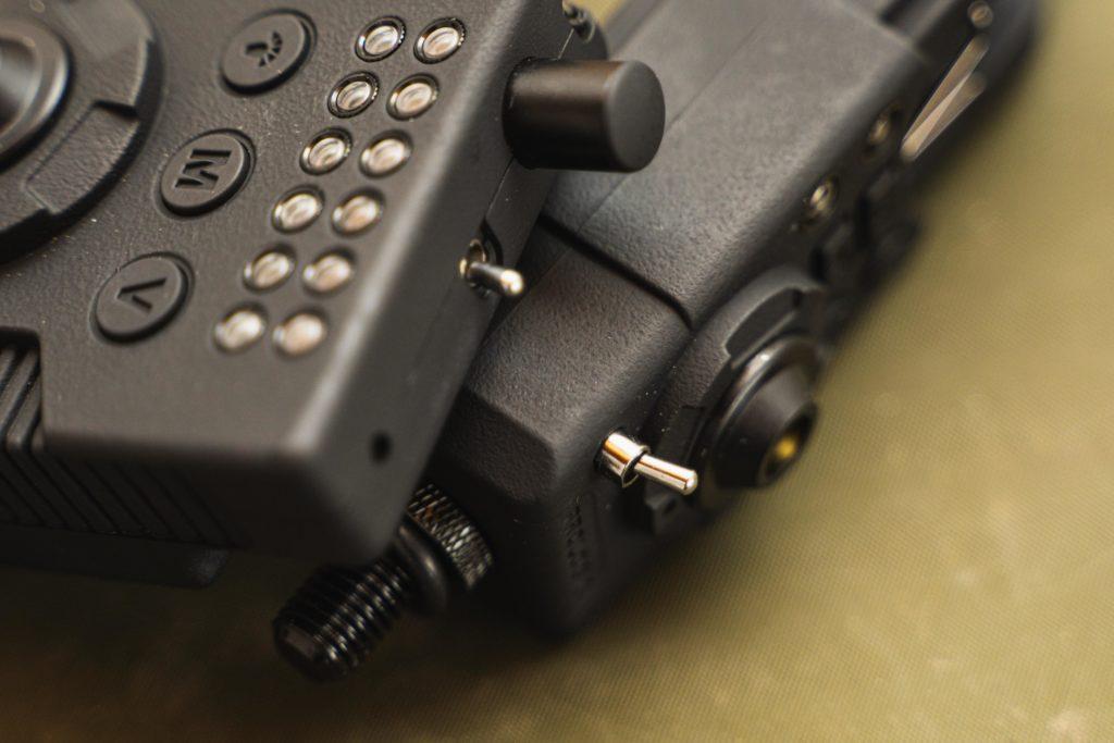 Dank der Kippschalter sieht man sofort, ob der RMX-Pro ein- oder ausgeschaltet ist.