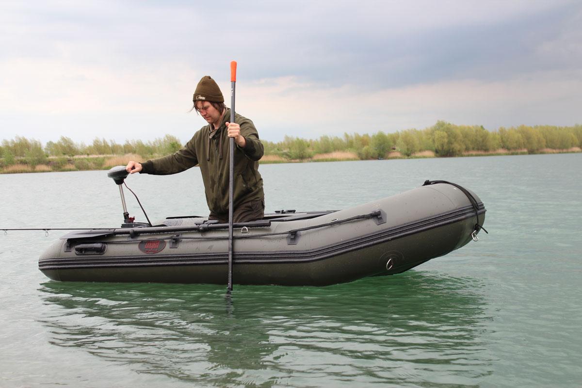 Weniger rudern, mehr angeln (und stochern): Der Einsatz von E-Motoren in Mecklenburg-Vorpommern ist demnächst auf vielen Gewässern erlaubt. Foto: T. Steinbrück