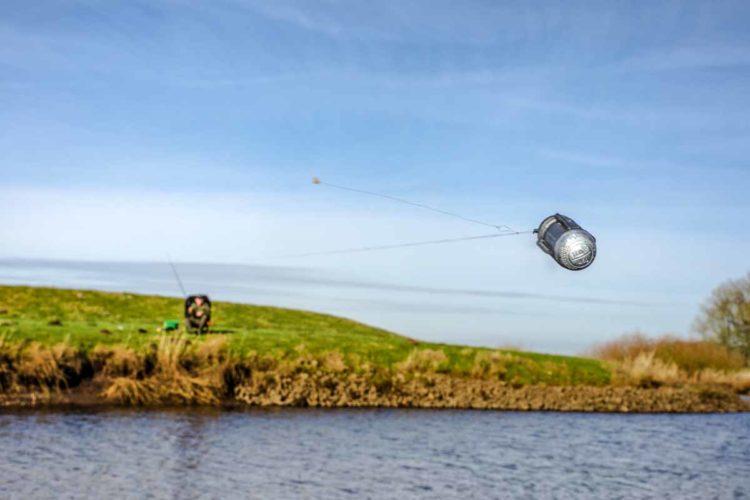 """Der Begriff """"Feeder"""" kommt aus dem Englischen, grob übersetzt heißt er """"Fütterer"""". Und genau das tut man beim Feederangeln! Fische füttern, Fische fangen, Fische füttern … Foto: F. Pippardt"""