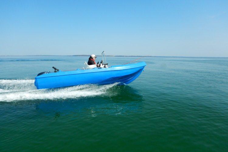 Ein günstiges Angelboot im Praxistest: Was taugt das PE-450?