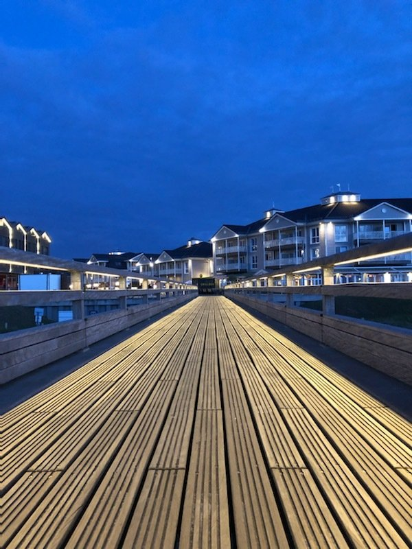 Angeln am Wochenende: Die Mole/Brücke in Heiligenhafen an der Ostsee