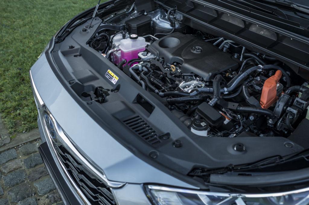 Der Highlander ist ein Hybrid aus Benzinmotor und Elektromotor, insgesamt stehen Ihnen dabei 248 PS zur Verfügung. Das Auto ermöglicht es Ihnen, 50 Prozent der Wegstrecke elektrisch zurückzulegen!