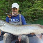 Ein Hecht wie ein Baumstamm. Paolo Pacchiarini fing den Fisch seines Lebens und stellte damit einen neuen Hecht-Weltrekord auf. Foto: P. Pacchiarini