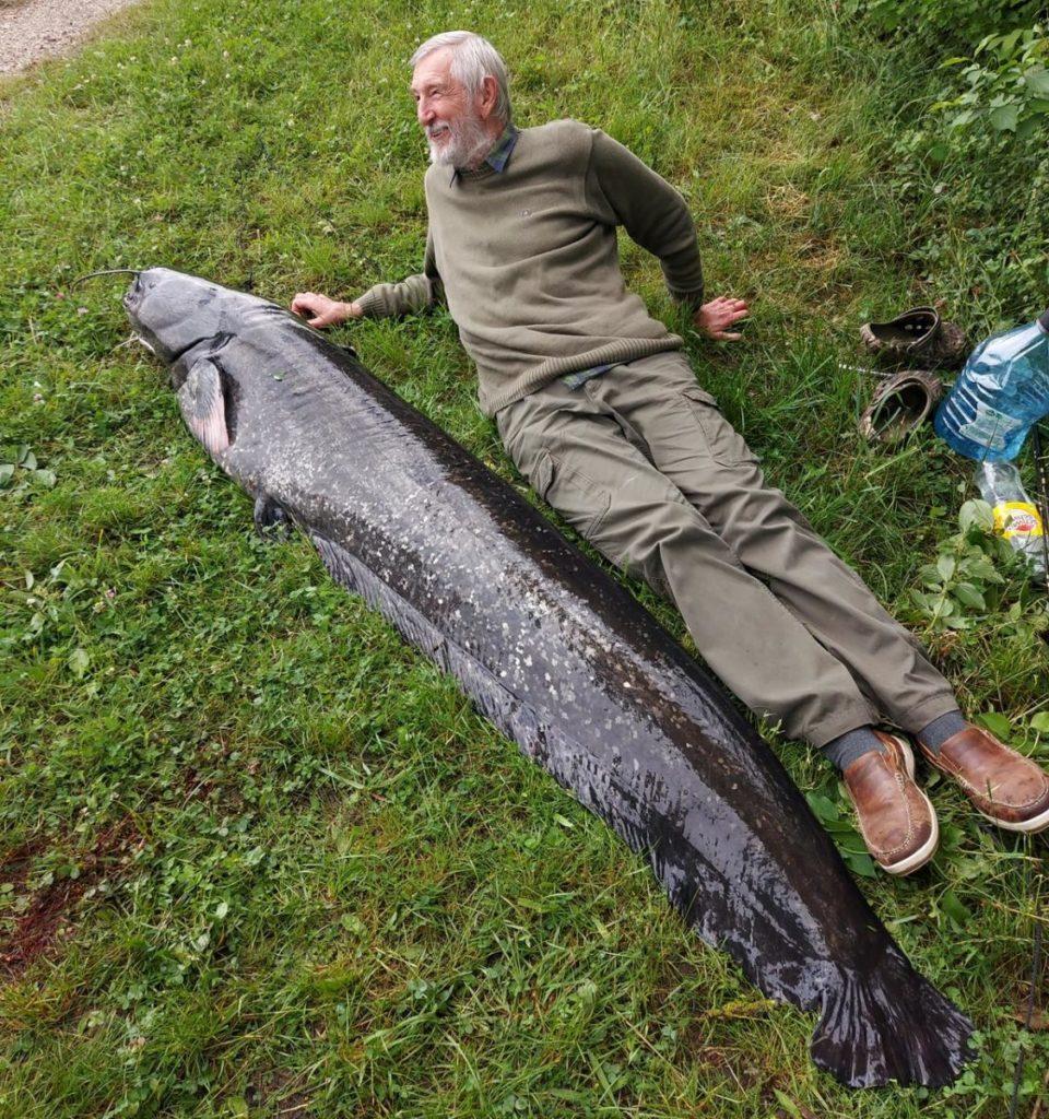Der Morgen nach dem Drill. Laszlo Görög rang über eine Stunde mit dem 2,20 Meter langen Wels. Foto: privat