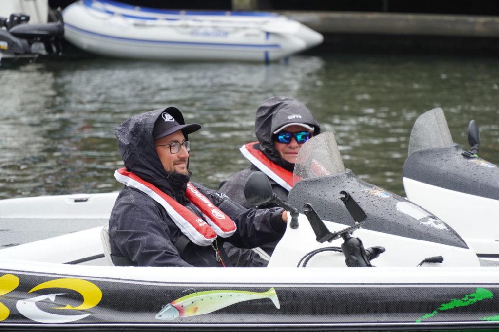 Bei teilweise regnerischem Wetter fuhr das Mercury Team die besten Stellen an. Foto: Tom Lloyd