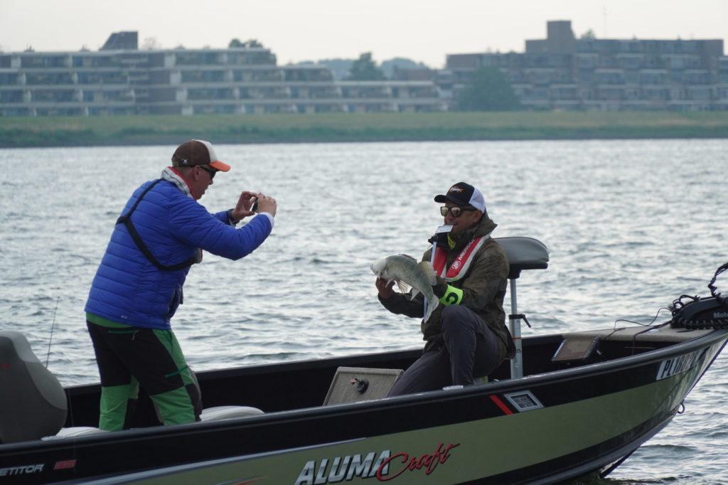 Für die Wertung musste jeder gefangene Fisch fotografiert werden. Foto: Tom Lloyd