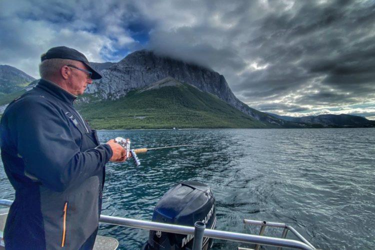 Traumlandschaft für das Angeln am Wochenende: Der Tongsfjord bei Bodø in Nordnorwegen. Foto: R. Korn