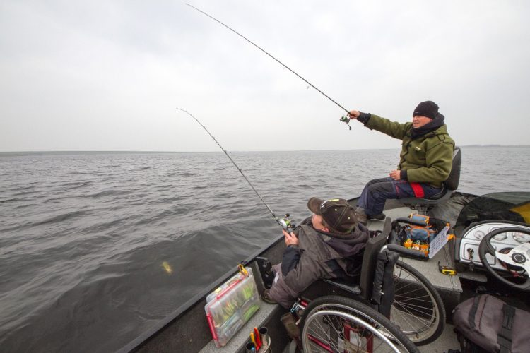 """Das Angeln vom Boot gehört für viele Angler fest dazu. Für jene mit körperlichen Behinderungen ist es jedoch oft mit großen Hindernissen verbunden. Das """"Wheelyboat"""" soll nun barrierefreies Angeln ermöglichen. (Symbolfoto) Foto: B. Rozemeijer"""