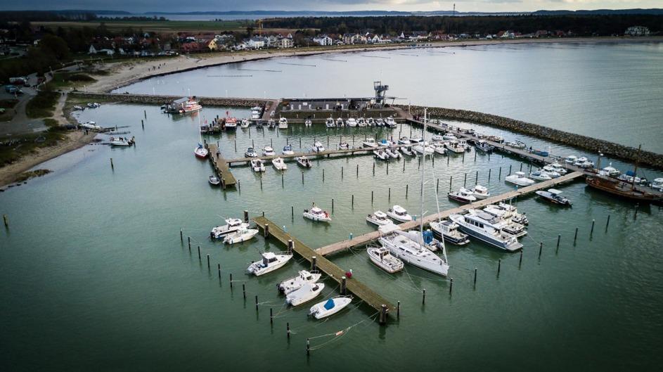 Angelboote im Hafen von Glowe auf Rügen. Die Angelfischerei ist ein wichtiger Sektor für Einkommen und Arbeitsplätze in den Küstengemeinden. Foto: DAFV, Olaf Lindner
