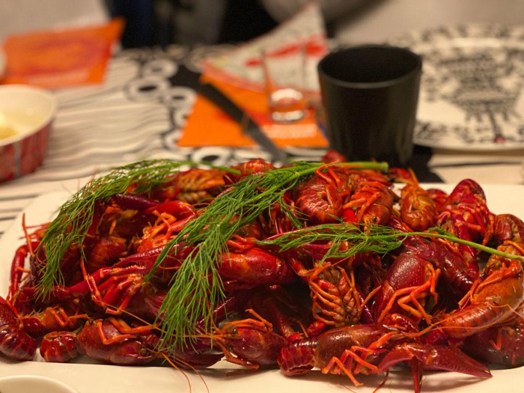 Kräftskiva ist ein traditionelles schwedisches Fest, das in Zusammenhang mit der Krebsfangsaison im Spätsommer steht, wenn in vielen schwedischen Familien Krebs gegessen wird. Die Hauptspeise einer Kräftskiva besteht aus ganzen Flusskrebsen, die mit reichlich Dill in Salzwasser gekocht und kalt gegessen werden.