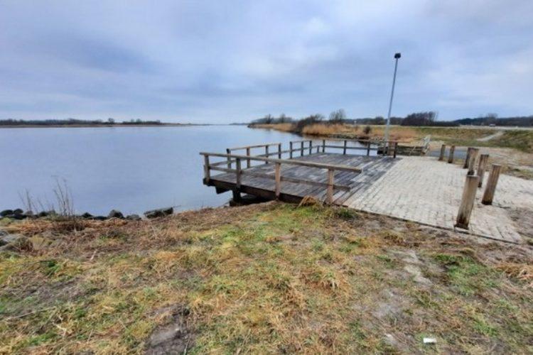 Quadratisch, praktisch, gut. Die neuen Angelstege am Lauwersmeer können auch von Rollstuhlfahrern genutzt werden. Foto: Sportvisserij Nederland